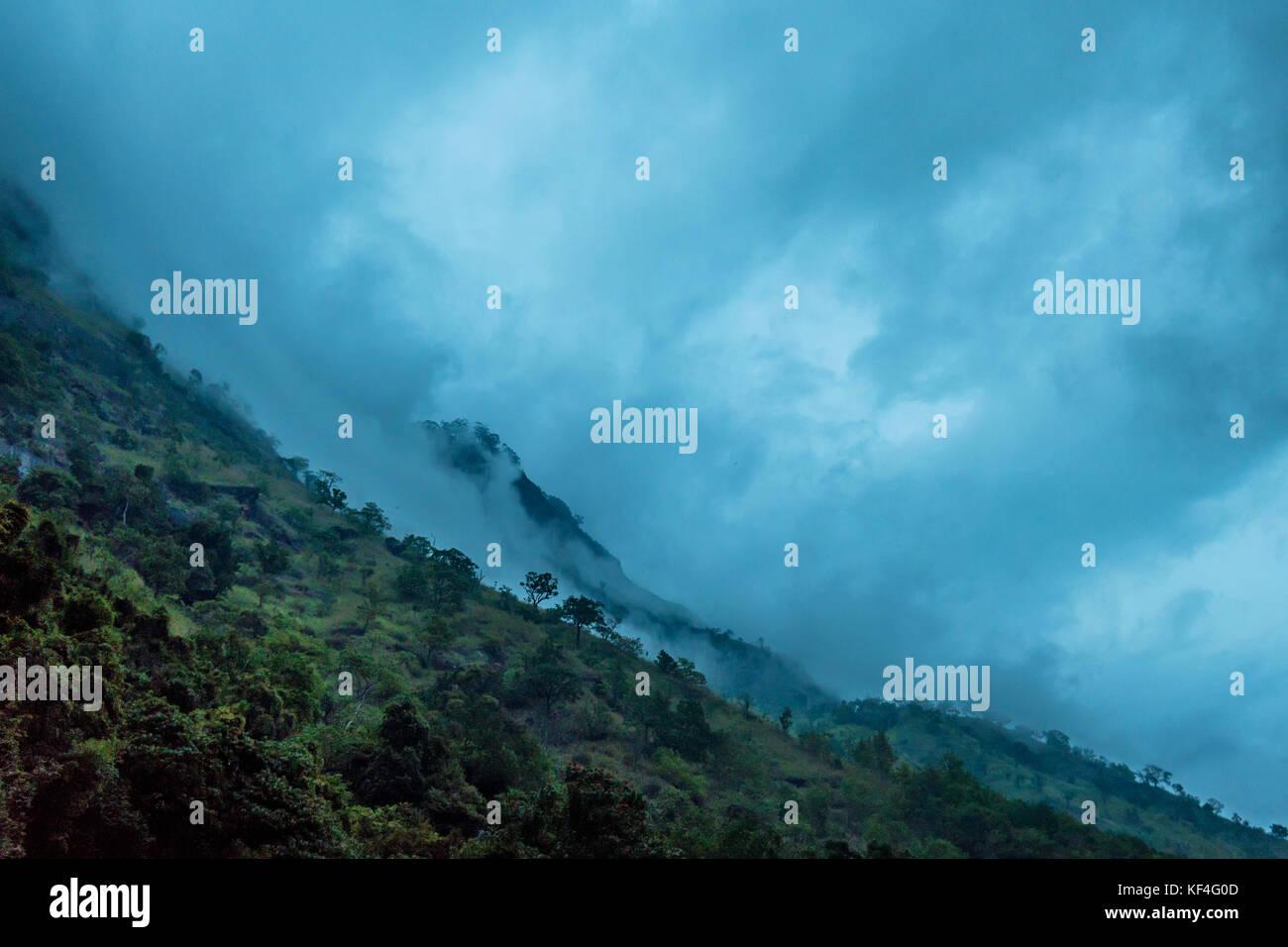 Pintoresco paisaje de montaña en Sri Lanka Imagen De Stock