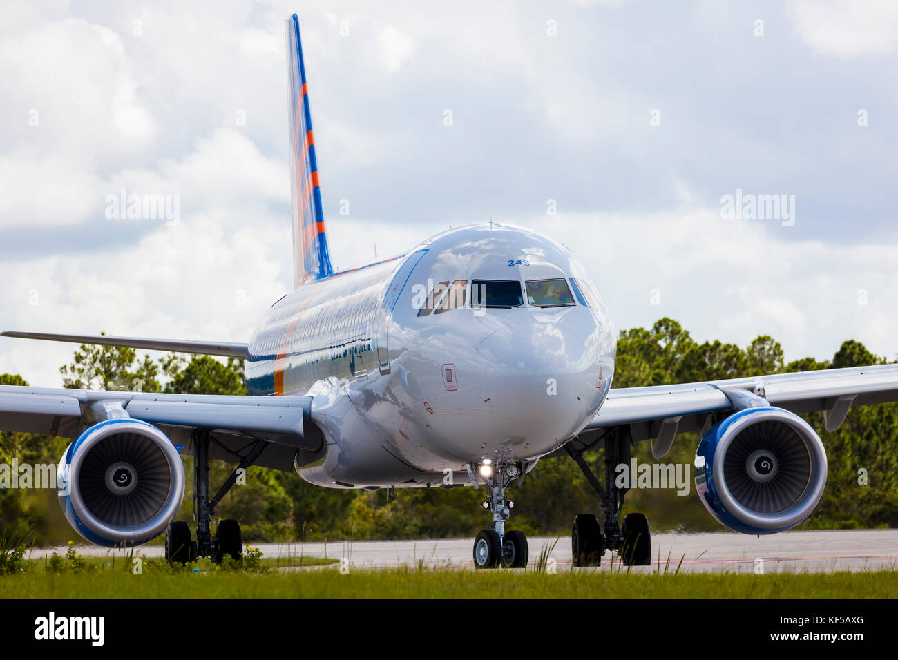 Allegiant avión comercial de pasajeros de rodadura en tierra en el aeropuerto La Florida punta gorda Foto de stock
