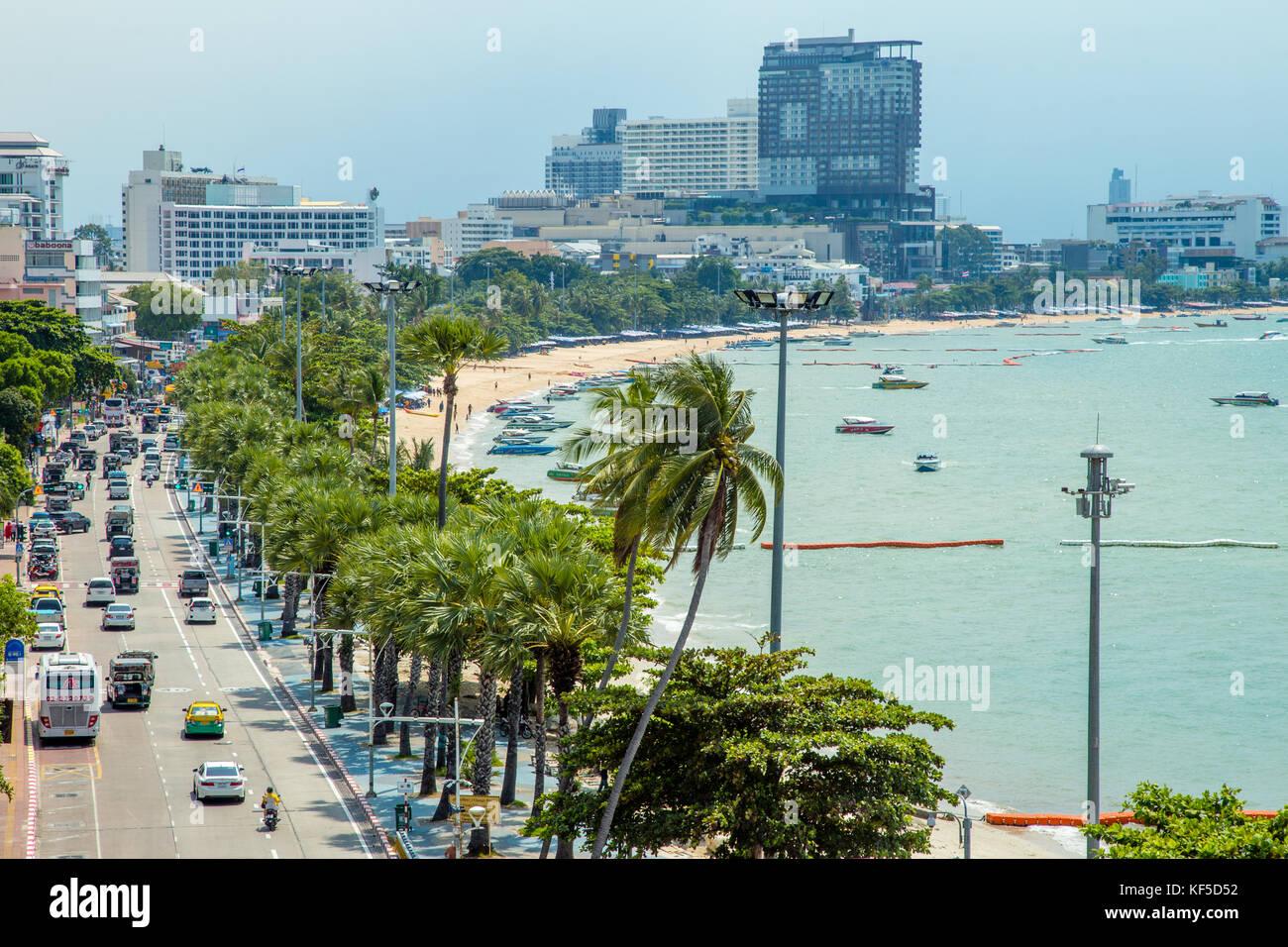 Playa, paseo marítimo y de la playa de Pattaya, Tailandia carretera Foto de stock