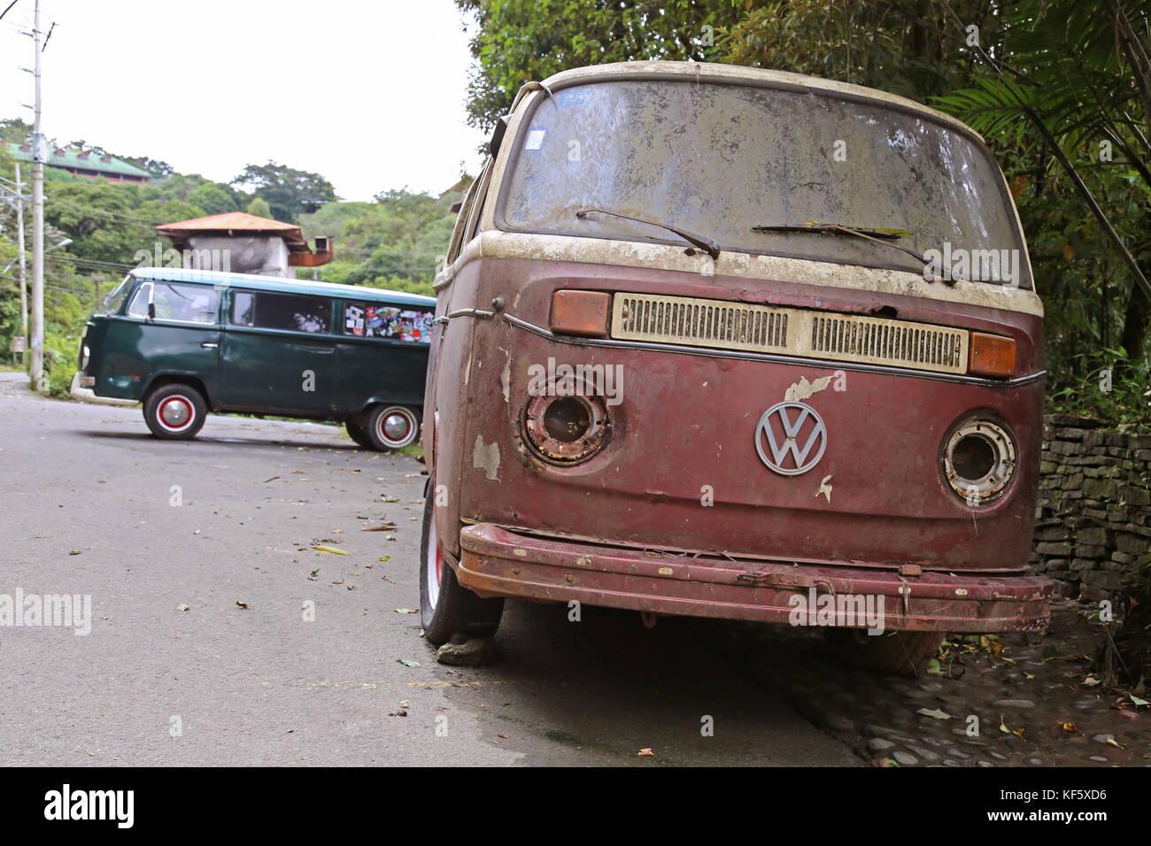 Volkswagen campervans, Cerro Plano, Santa Elena (Monteverde), provincia de Puntarenas, Costa Rica, Centroamérica Foto de stock
