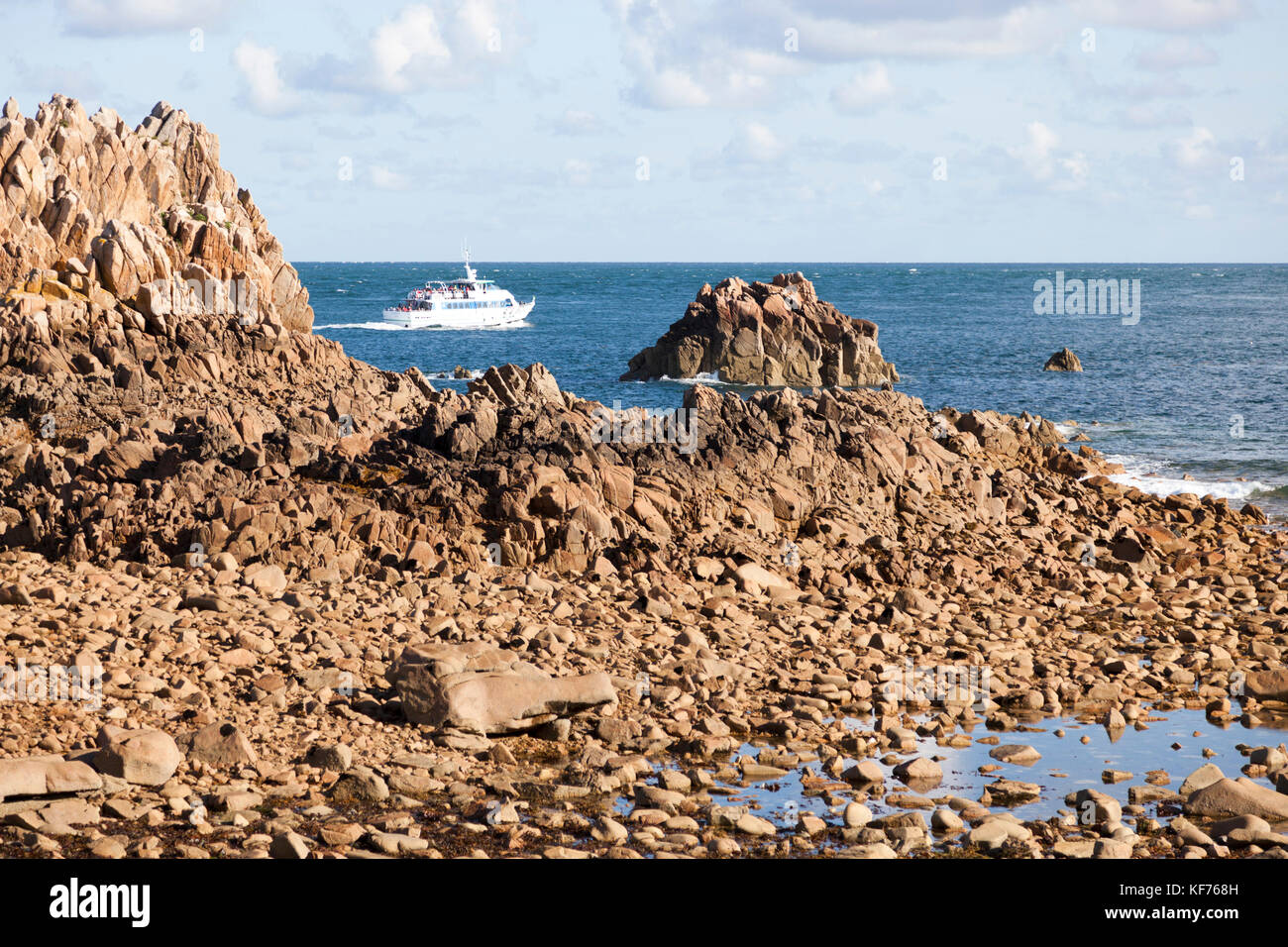 La Isla de Brehat descubrimiento desde el mar (Bretaña). Es posible en el lanzamiento para obtener 45 minutos Imagen De Stock