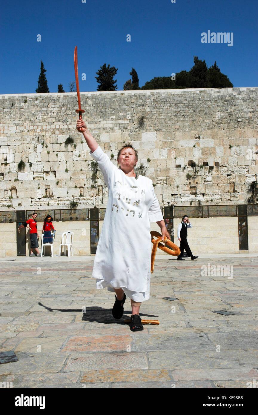 Las mujeres infligidas con el síndrome de Jerusalén. El síndrome de Jerusalén es el nombre dado a un grupo de fenómenos mentales que implican la presencia de Foto de stock