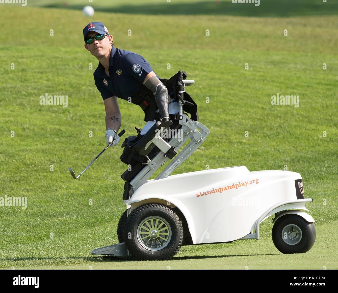 Un veterano del cuerpo de marines de EE.UU. compite en un torneo de golf en el St Georges golf y country club durante Imagen De Stock