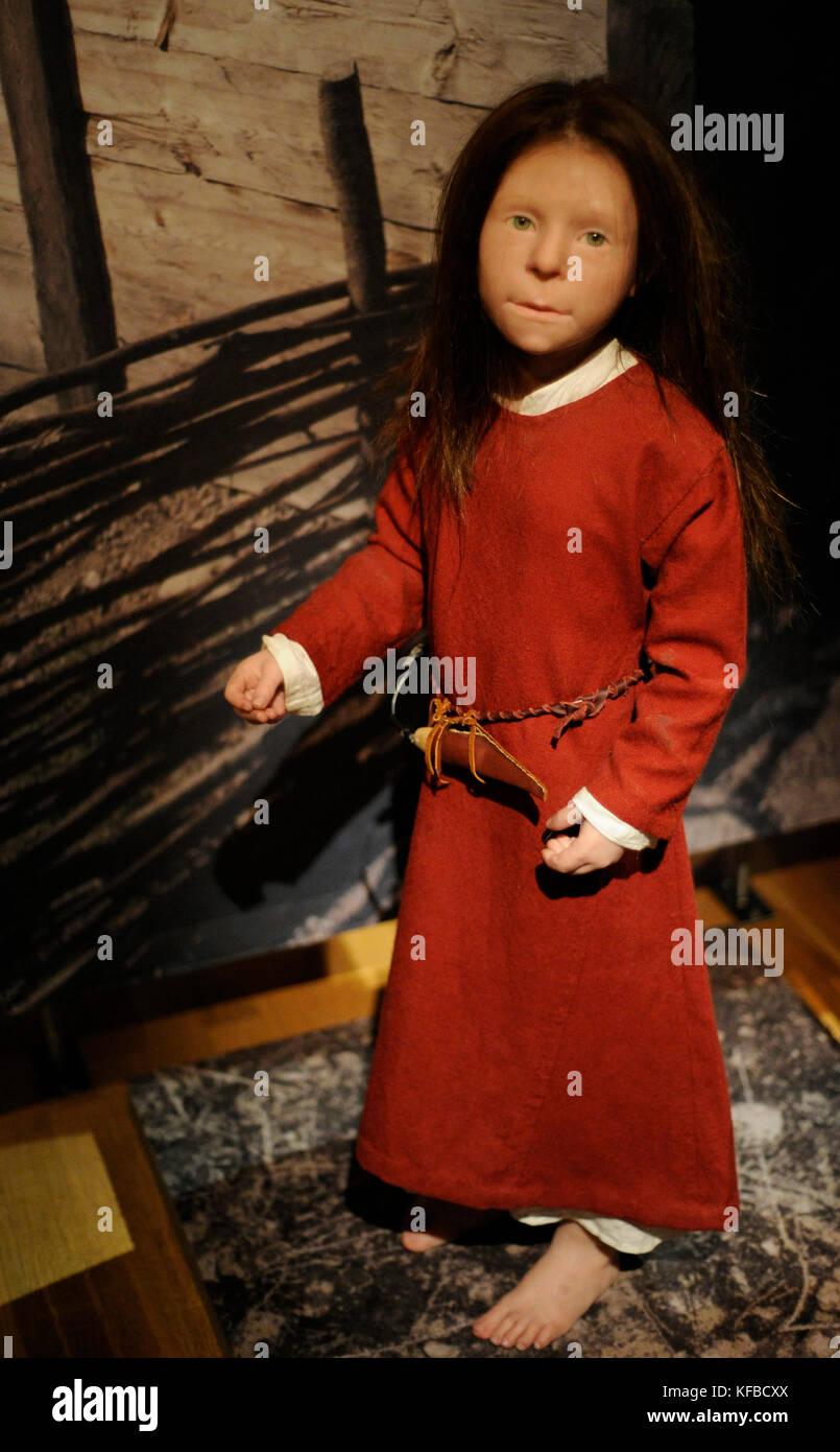 Edad vikinga birka chica. falleció a la edad de 6 años. Siglo 10. La escultura con la reproducción Imagen De Stock