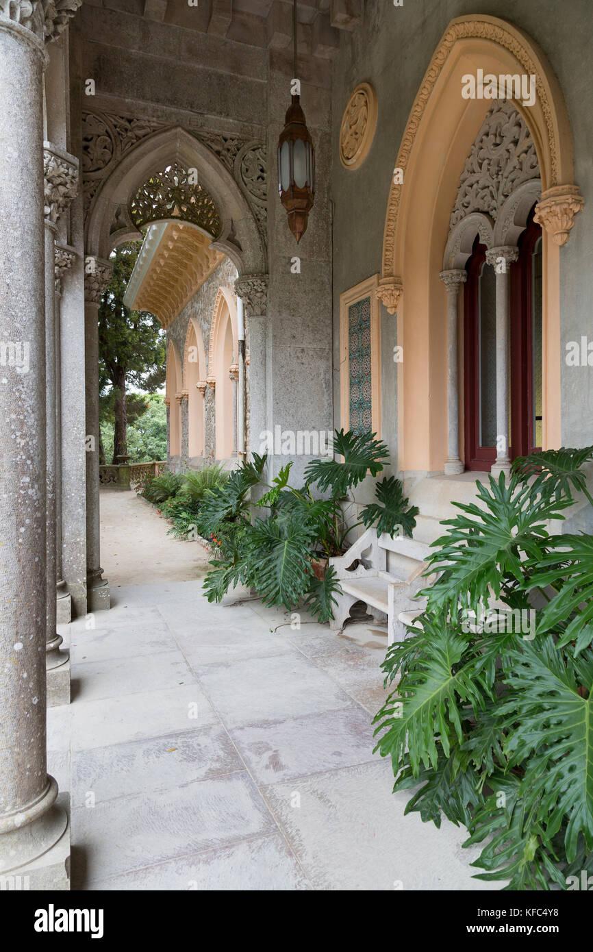 Veranda en el Palacio de Monserrate en Sintra, cerca de Lisboa, Portugal  Fotografía de stock - Alamy