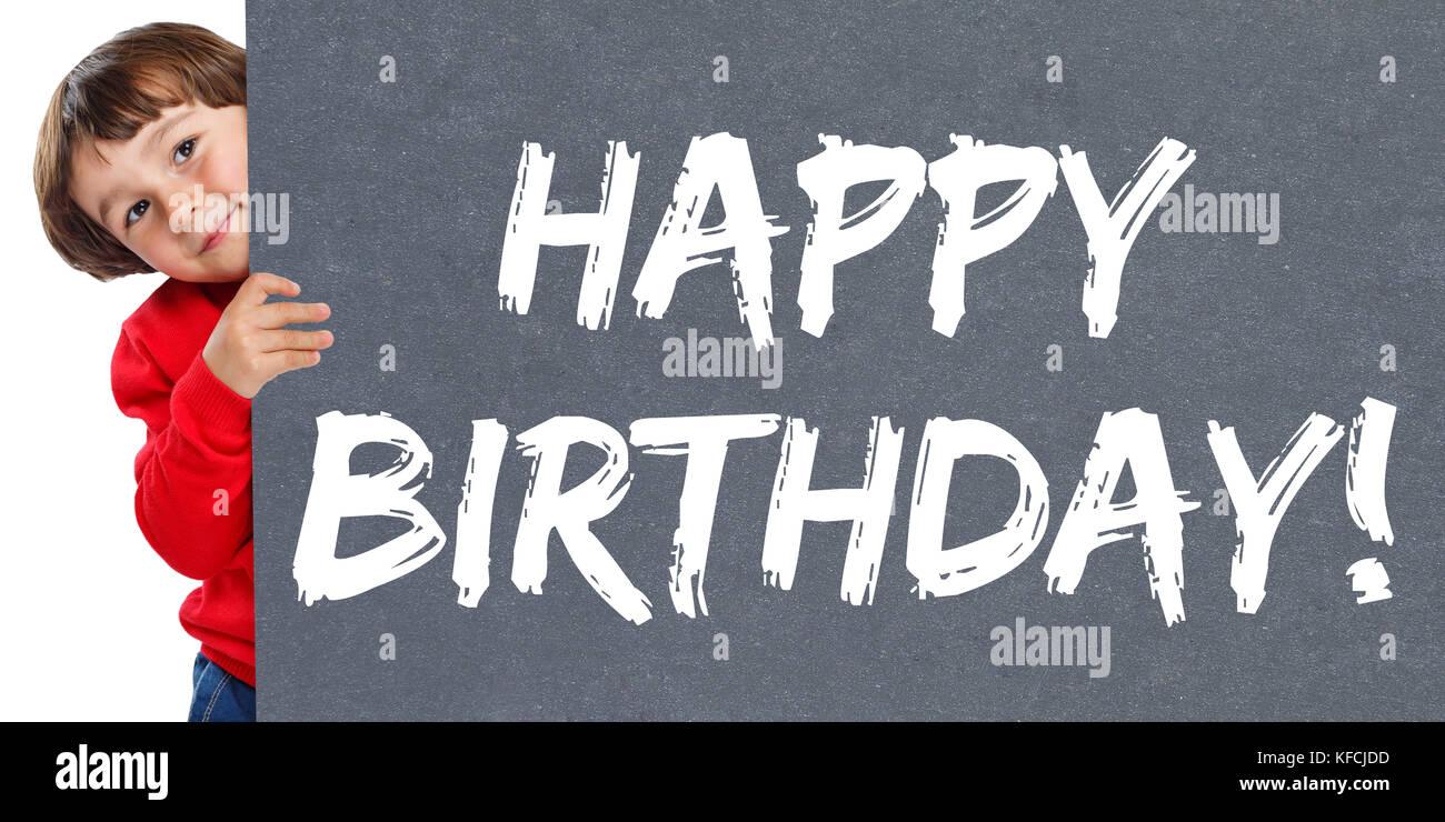 Saludos de cumpleaños feliz celebración chico joven chico aislado sobre un fondo blanco. Imagen De Stock