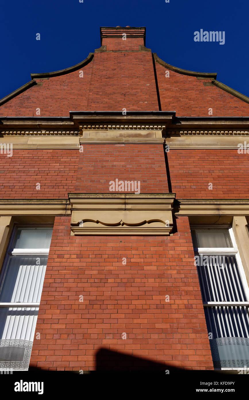gaviones decorativos bali piedra natural gavion rojo Gable de ladrillo rojo con características de piedra ornamental inbury  lancashire Imagen De Stock