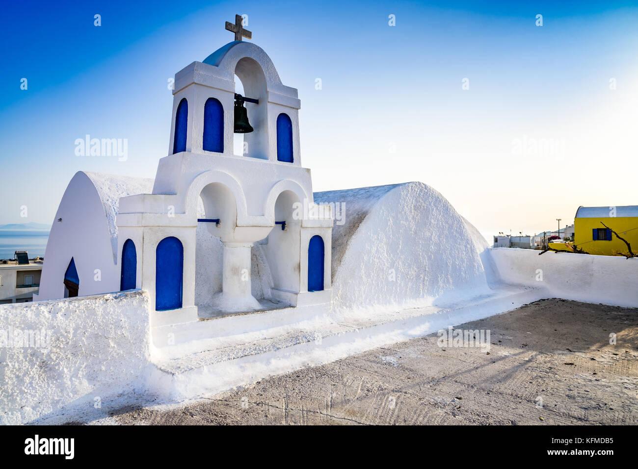 Oia, SANTORINI - Grecia. Famosa atracción de pueblo blanco, con calles empedradas, griego de las islas Cícladas, Imagen De Stock