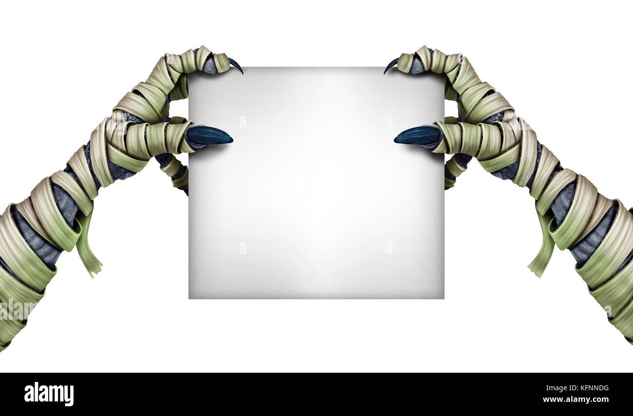 Momia monster sosteniendo en blanco firmar como un zombi halloween manos gragging una tarjeta blanca como un símbolo Imagen De Stock