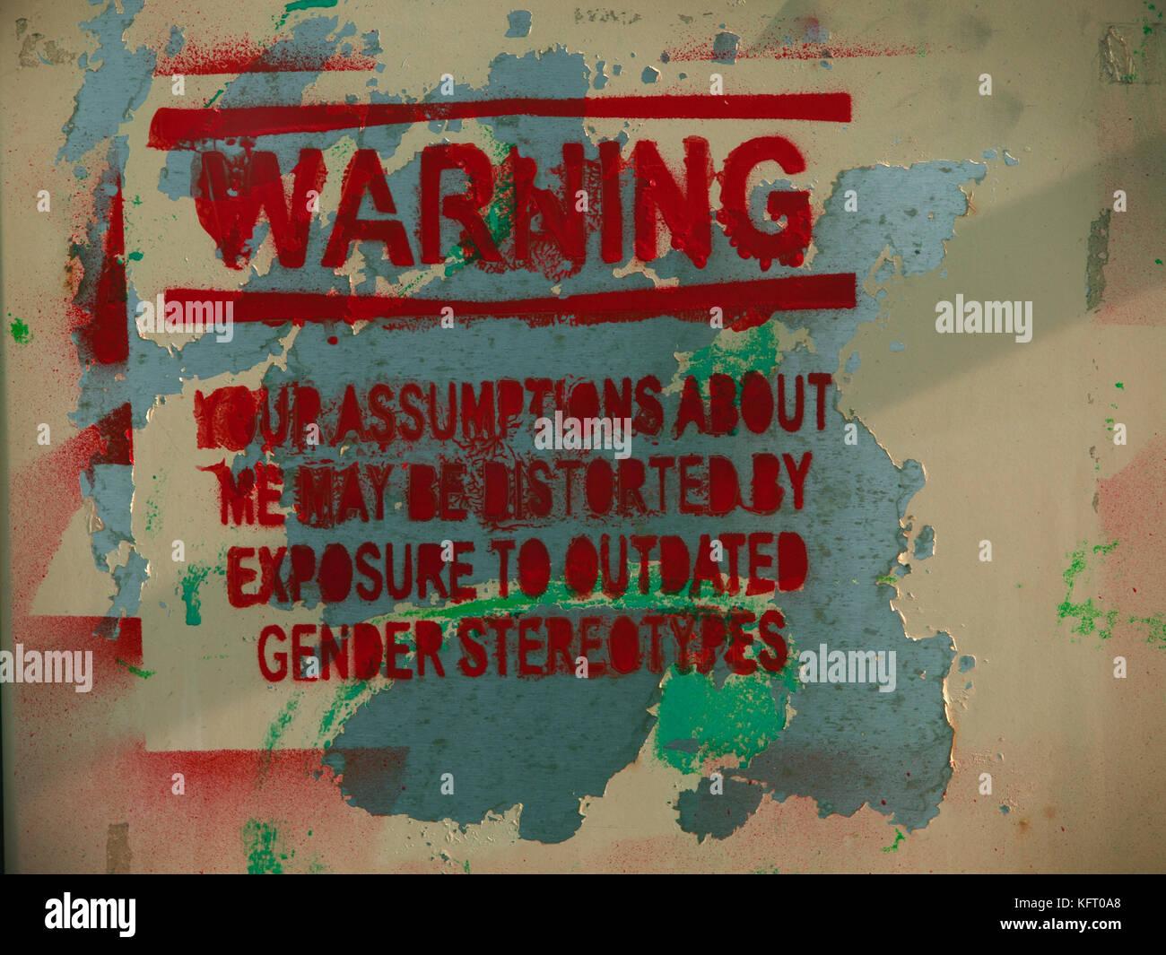 Un mensaje político sobre género, visto en una calle de Brighton Imagen De Stock