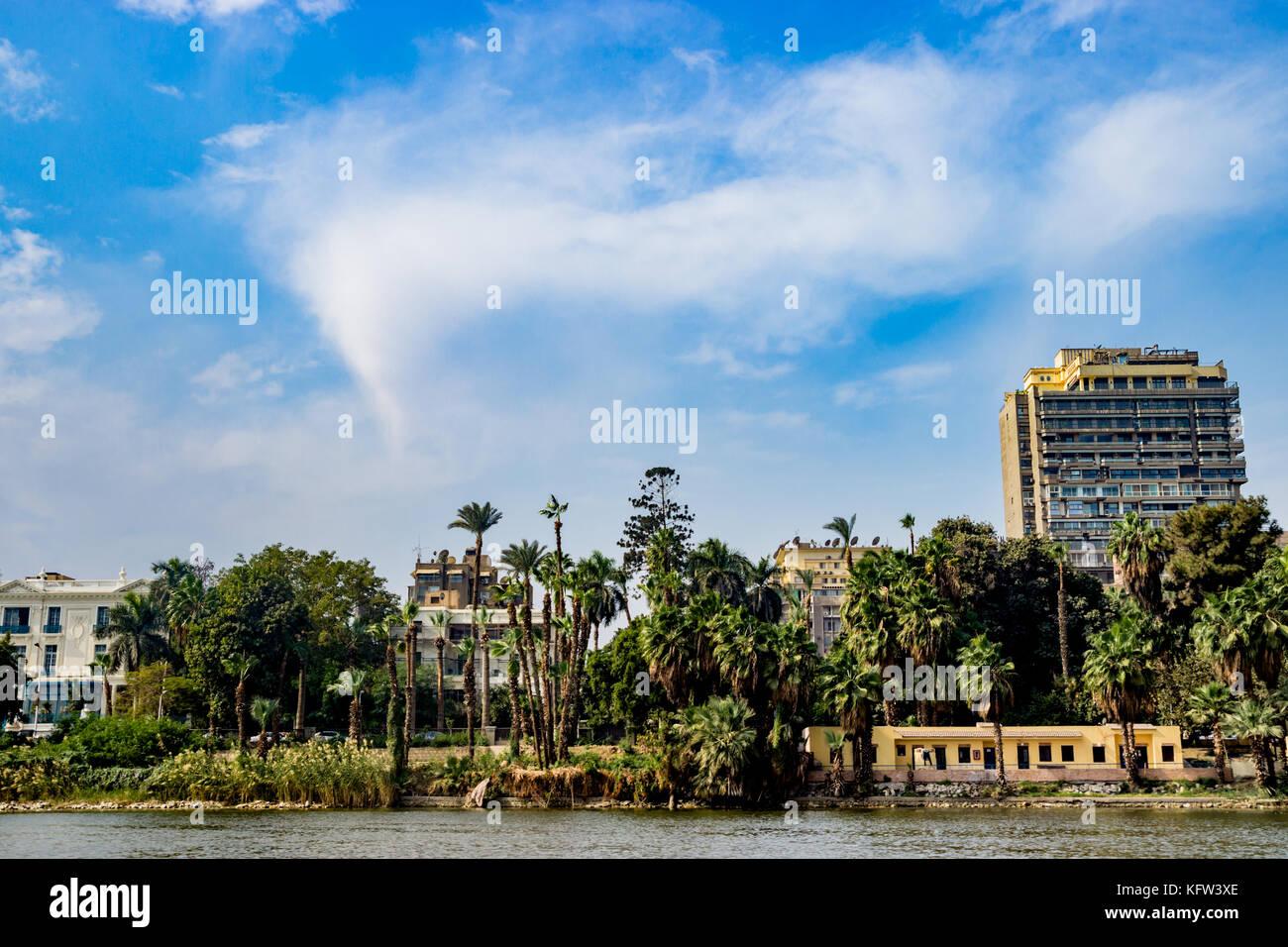 Edificios sobre antecedentes en el Cairo, Egipto Imagen De Stock
