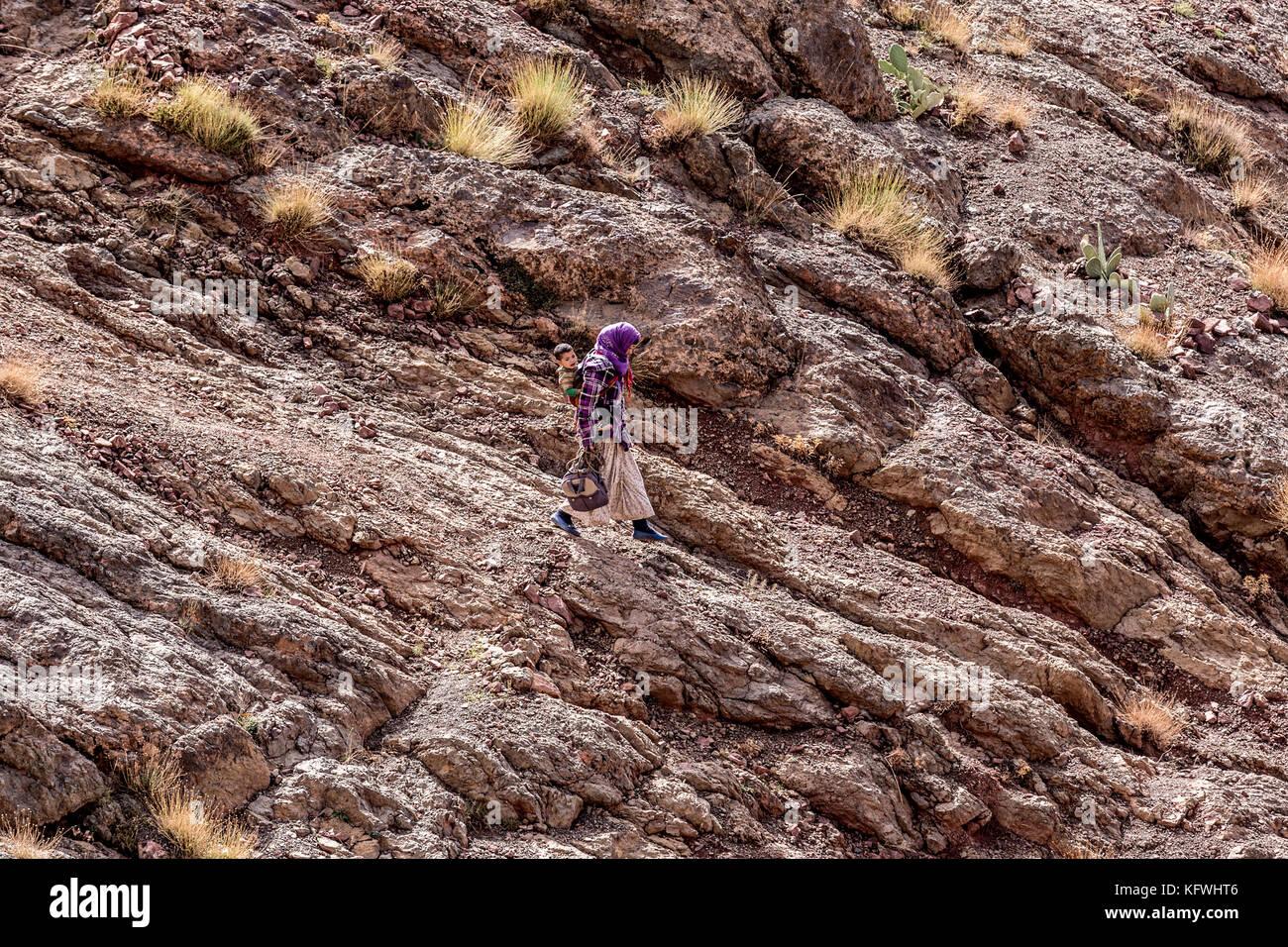 Megdaz, Marruecos, el 15 de octubre, 2017: los indígenas Pueblo beréber en megdaz, un pueblo situado en Imagen De Stock