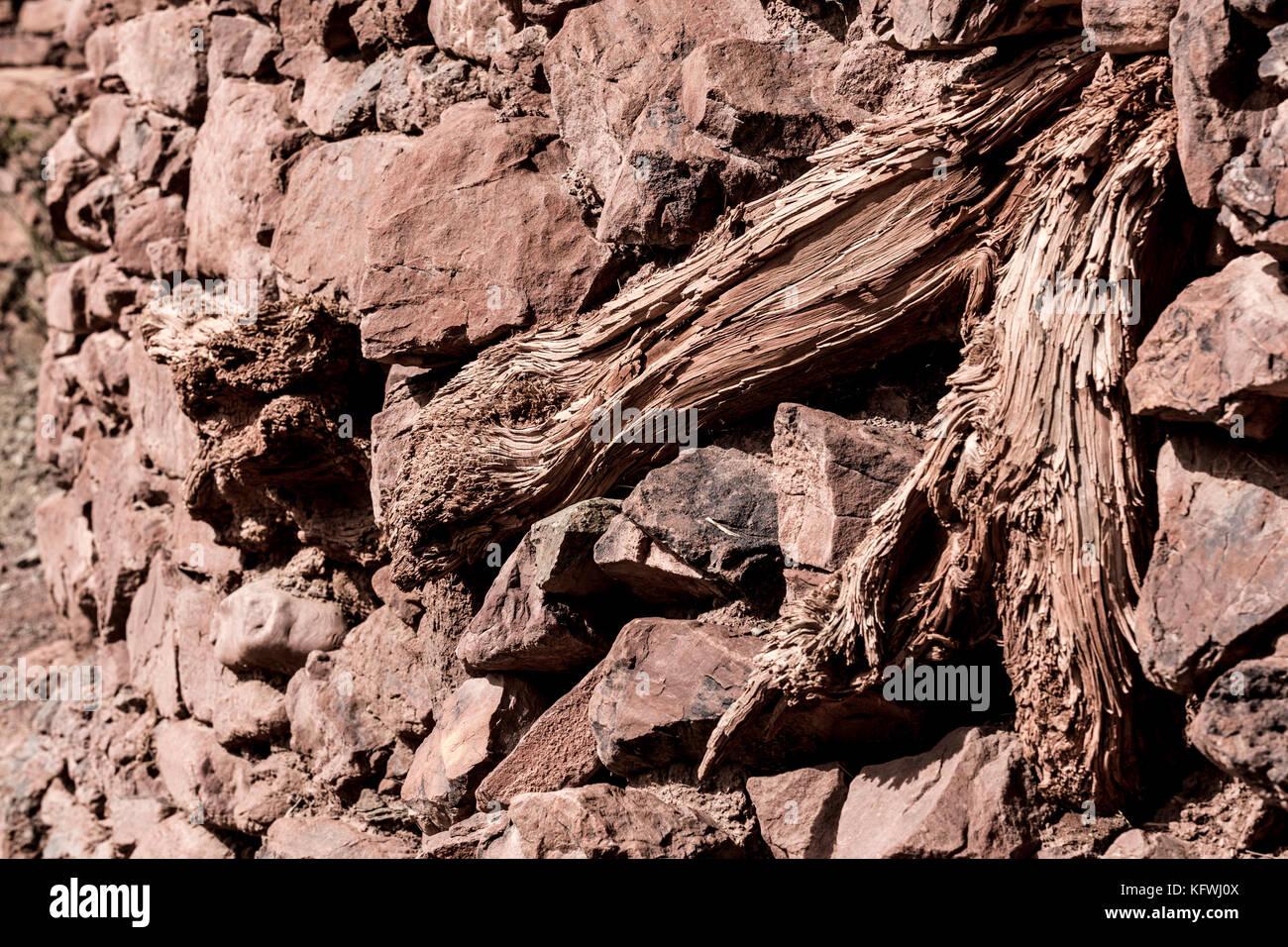 Paredes en piedra y madera. Imagen De Stock