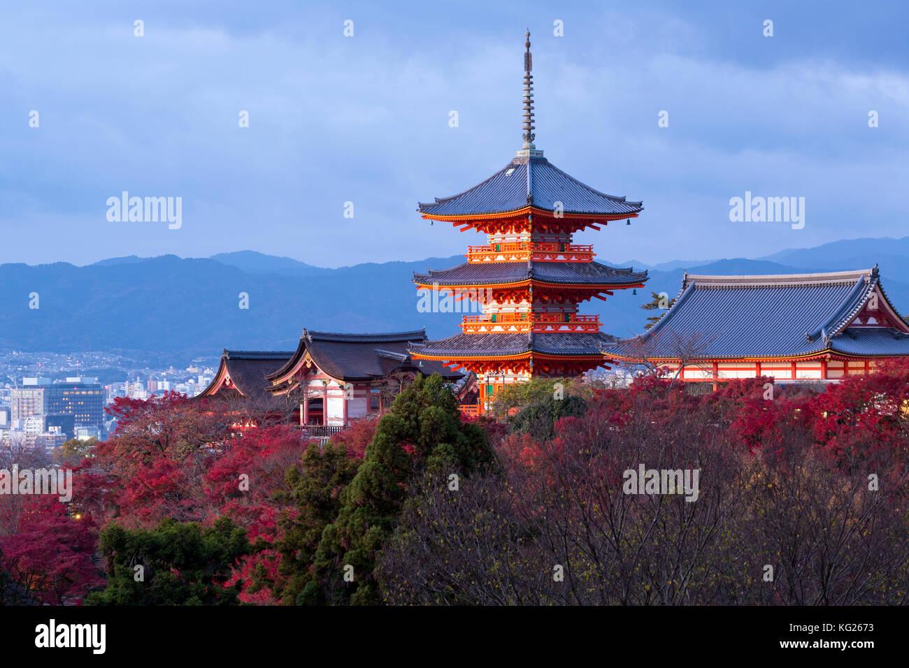 El templo Kiyomizu-dera, sitio del patrimonio mundial de la unesco, Kyoto, Honshu, Japón, Asia Imagen De Stock