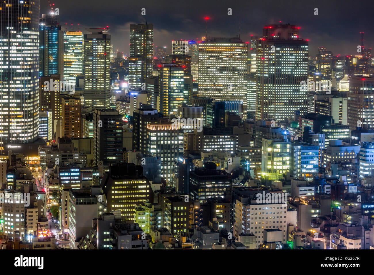 El centro de los edificios de la ciudad por la noche, Tokio, Japón, Asia Imagen De Stock