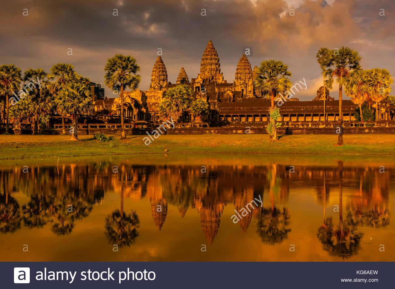 Angkor Wat, el monumento religioso más grande en el mundo (significa ciudad que es un templo); Camboya. Imagen De Stock