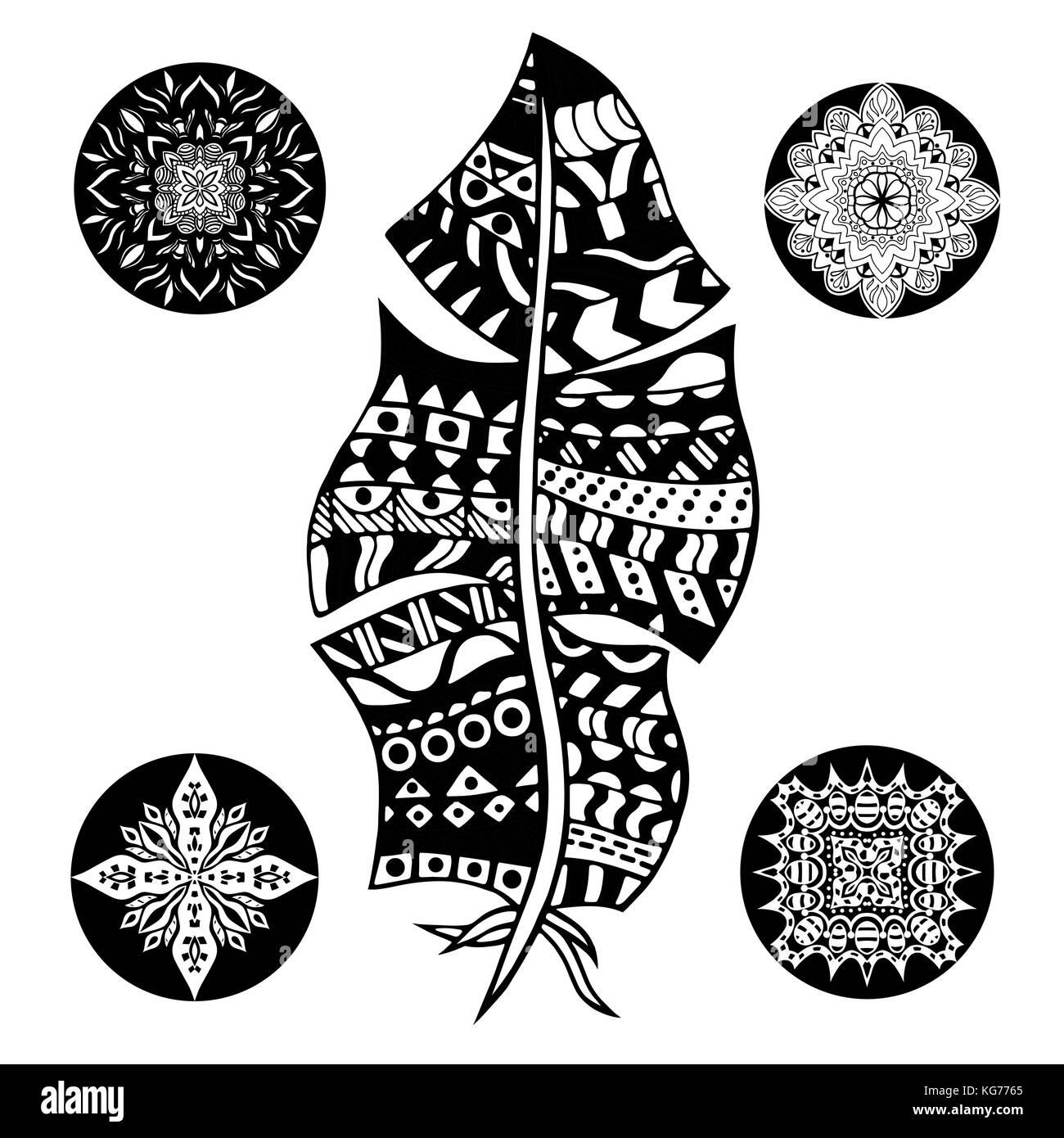 Pluma y mandalas sobre un fondo blanco. vintage, tribales, dibujada ...