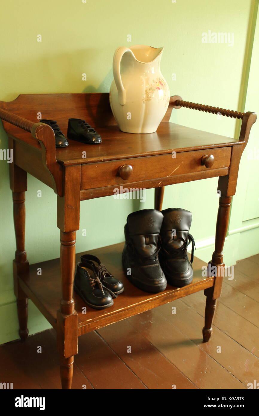Ejemplo De Amish Muebles Funcionales Foto Imagen De Stock  # Muebles Funcionales
