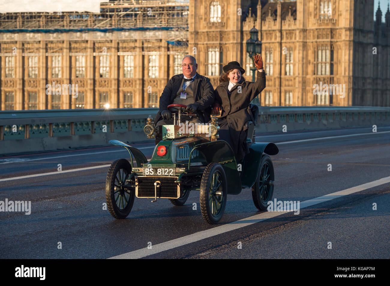 El 5 de noviembre, 2017. bonhams London to Brighton veteran car run, el más largo del mundo ejecutando eventos Imagen De Stock