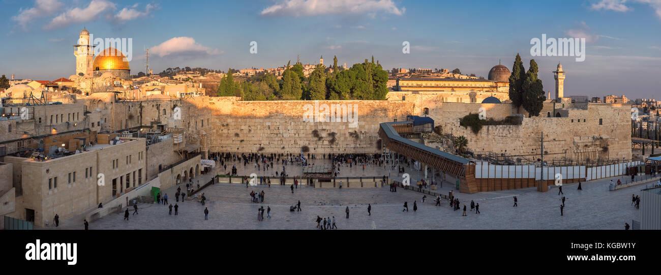Panorama de la muralla occidental de la ciudad vieja de Jerusalén, Israel. Foto de stock
