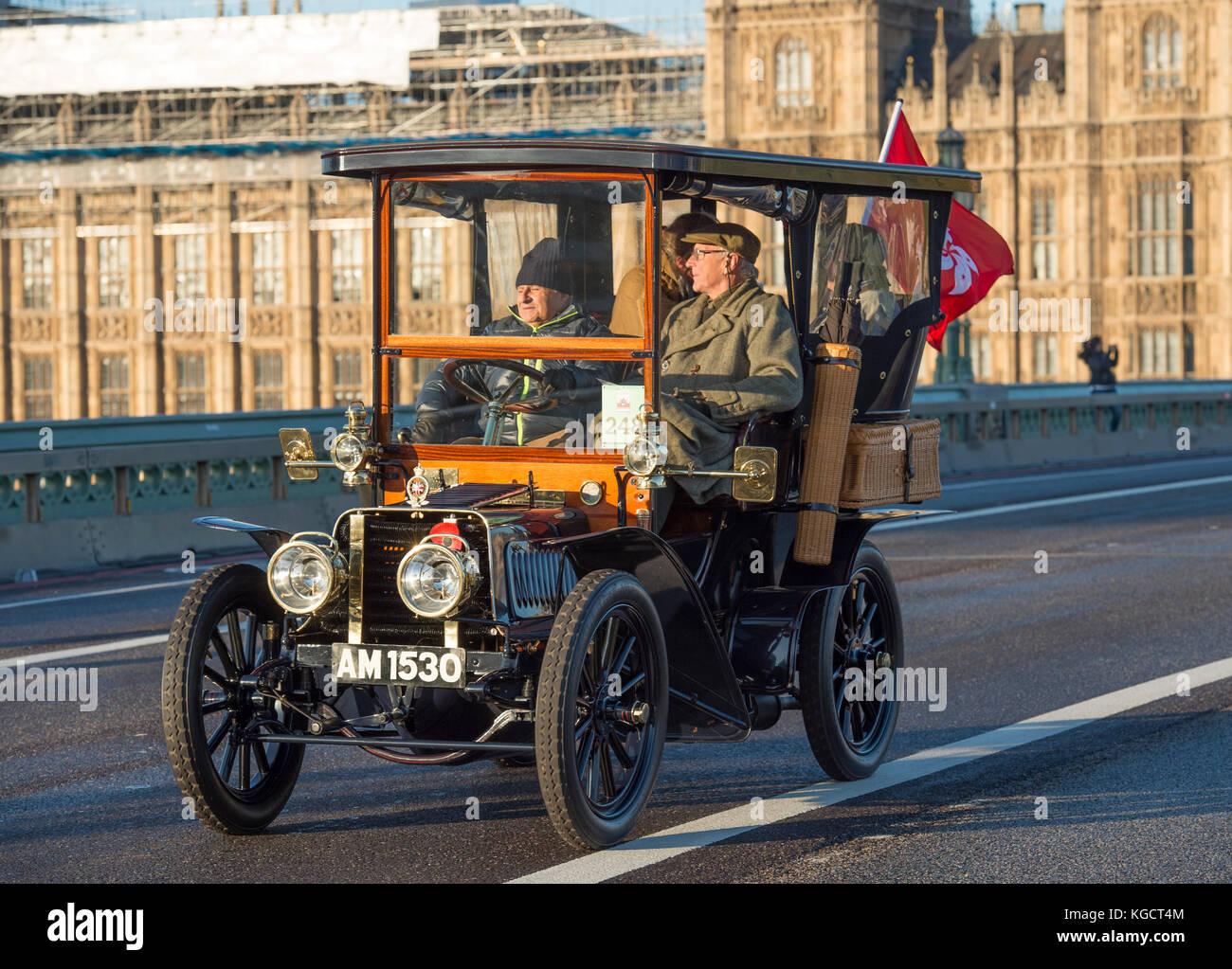 El 5 de noviembre, 2017. bonhams London to Brighton veteran car run, la más larga del mundo, un evento de automovilismo Imagen De Stock