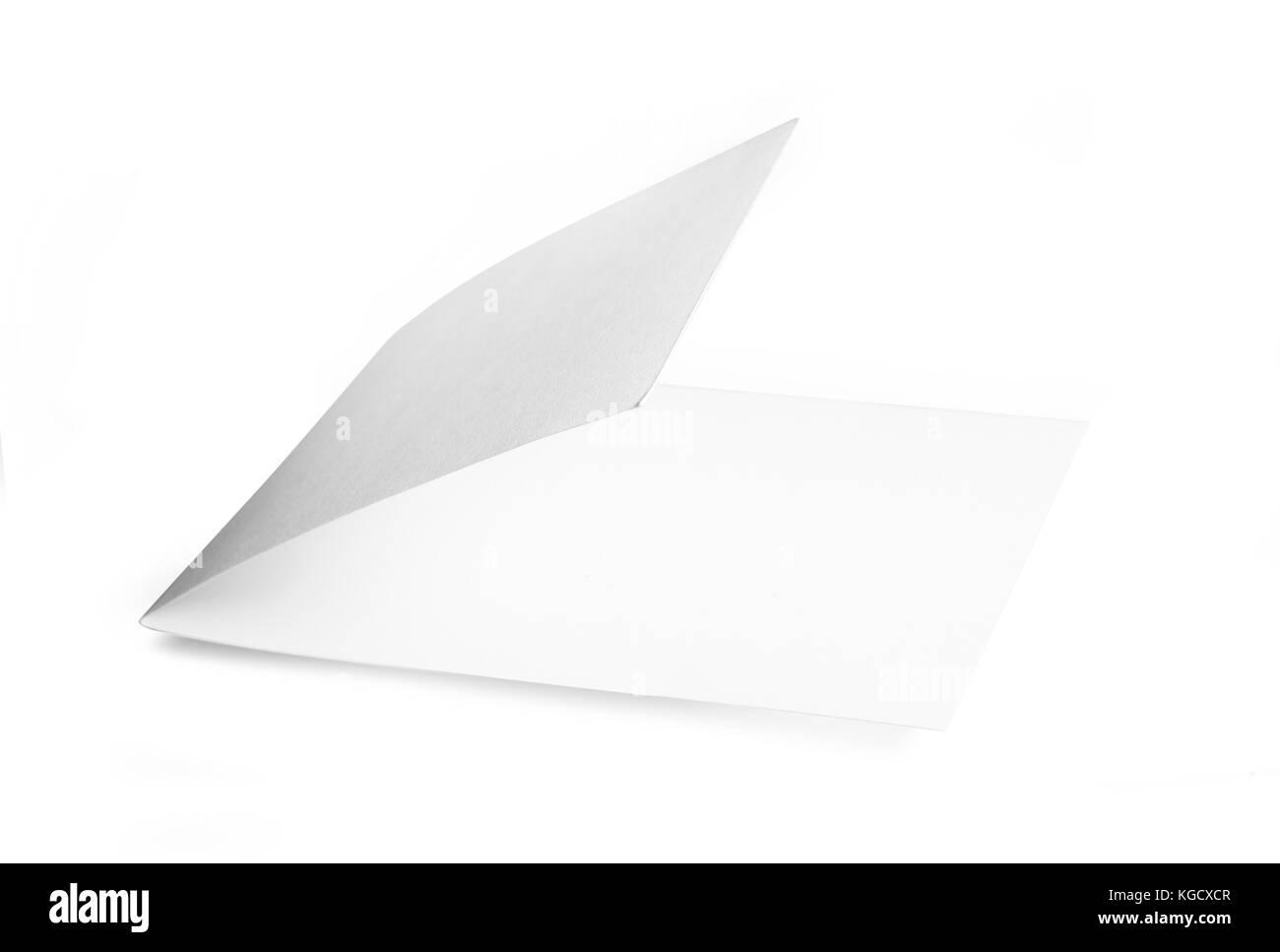 Folleto en blanco sobre fondo blanco aisladas con trazado de recorte. Foto de stock
