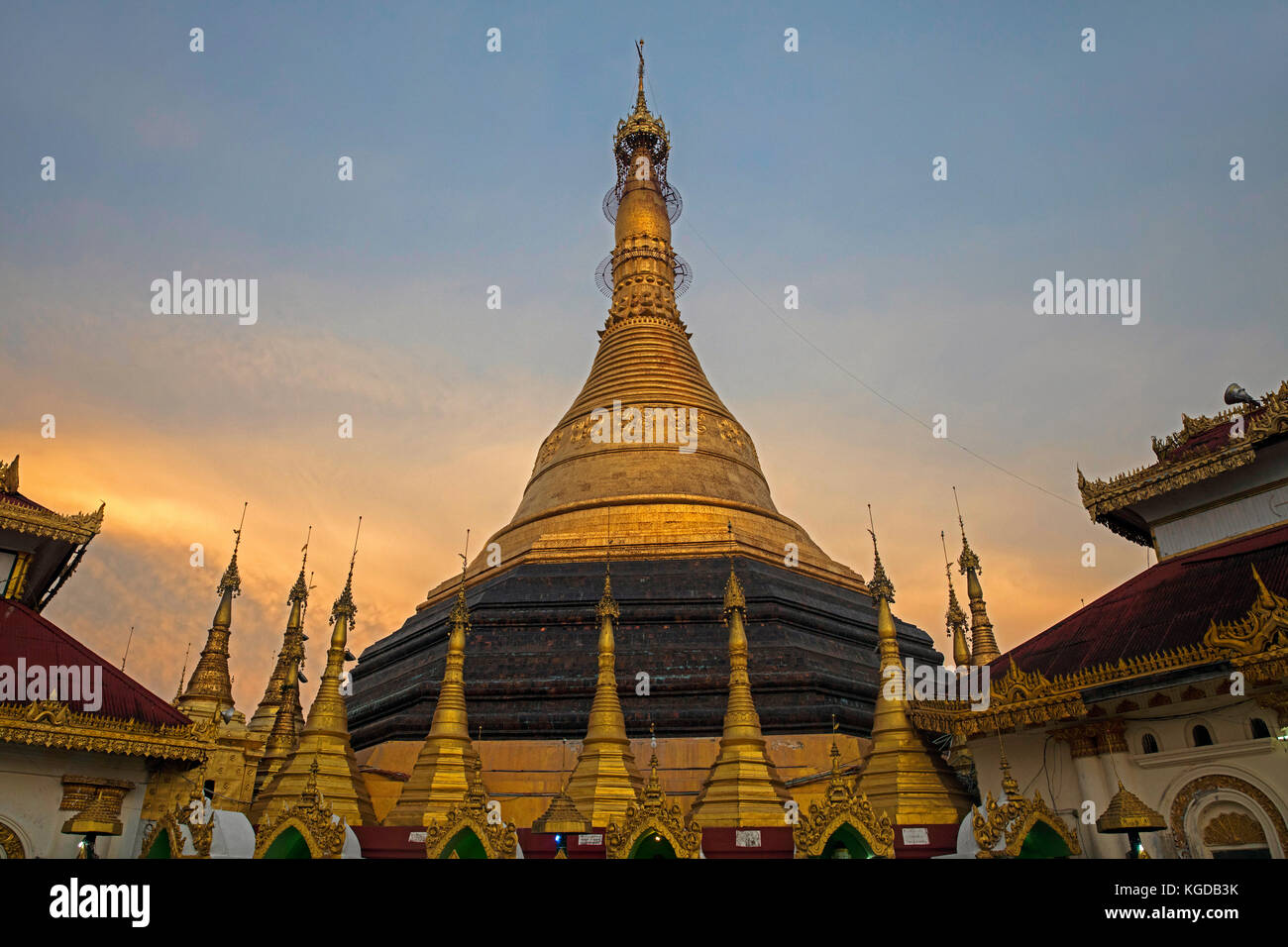 Kyaik de lan / pagoda kyaikthanlan / paya kyaikthanian templo y monasterio en mawlamyine / mawlamyaing, estado de Foto de stock