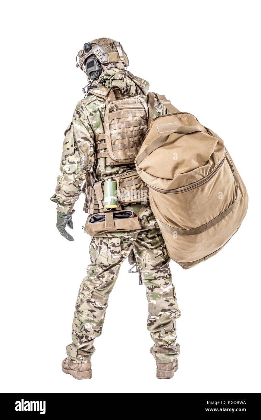 Soldado con bolsa de gimnasio Imagen De Stock