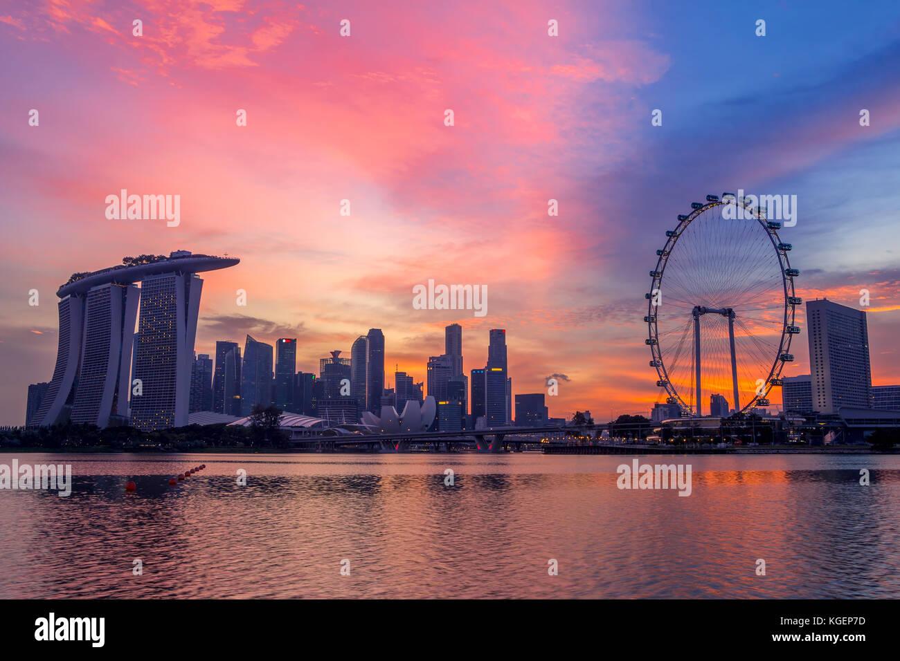 Atardecer En Singapur Los Rascacielos Y Los Principales Recintos