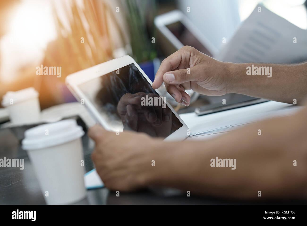 Primer plano de la pantalla de Tablet PC digital Imagen De Stock