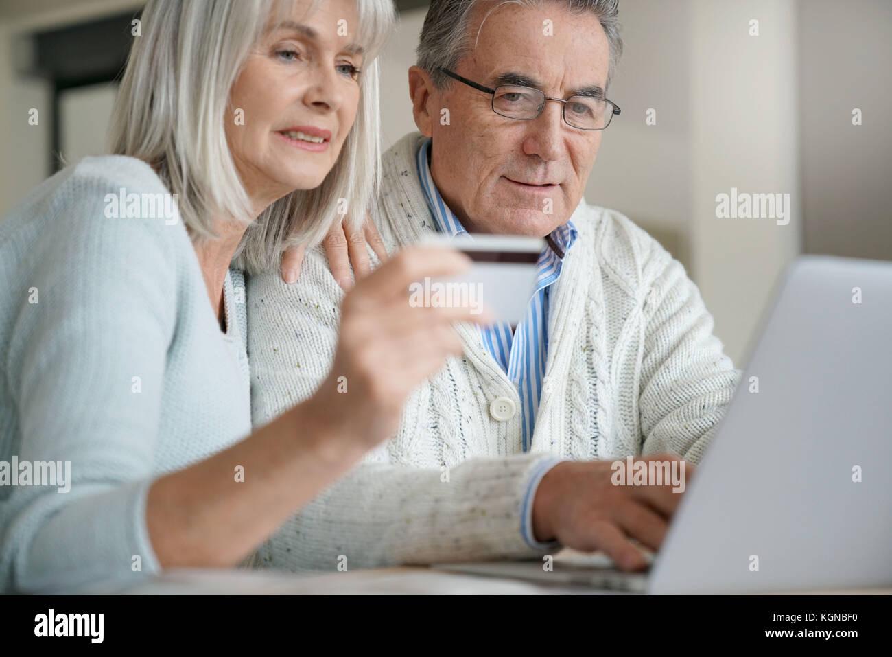 Altos par comprar en internet con tarjeta de crédito Foto de stock