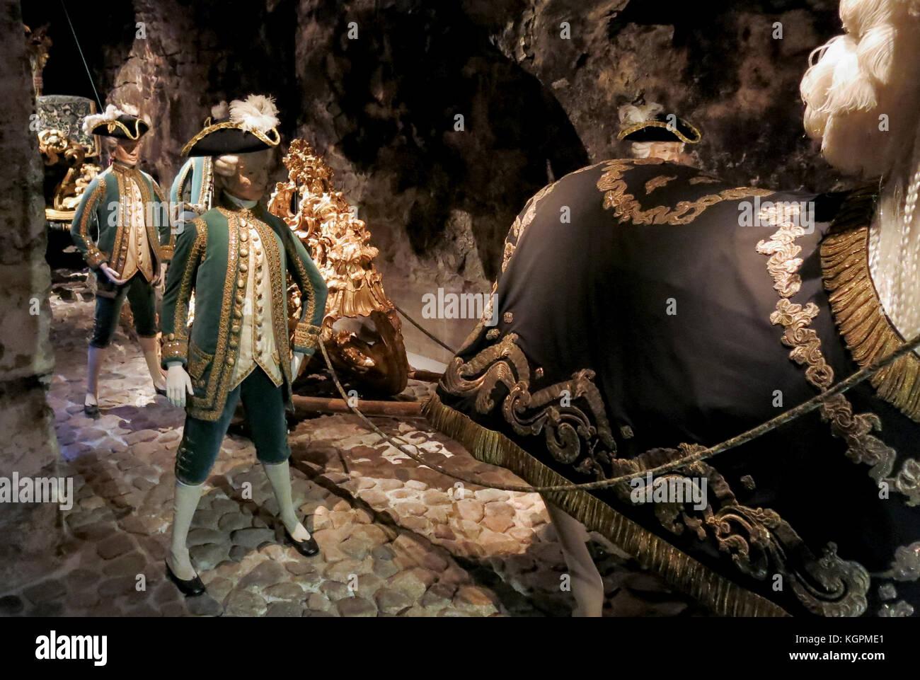 Página boy de vestuario para el tribunal sueco en el 1600 en la Real Armería del Palacio Real Imagen De Stock