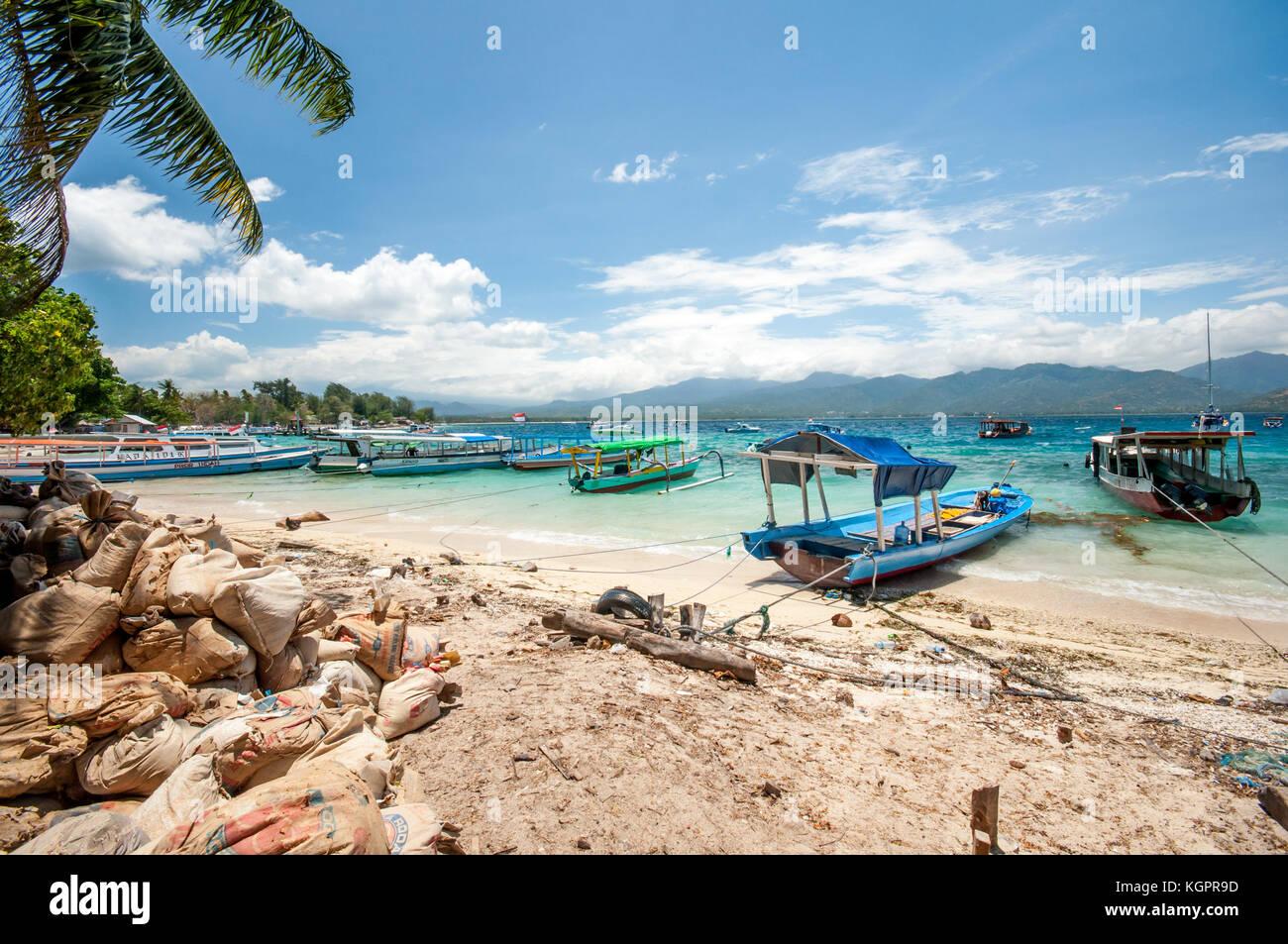 Gili Air Harbor, barcas tradicionales de Indonesia, Islas Gili, Indonesia, Sudeste Asiático, Asia Imagen De Stock