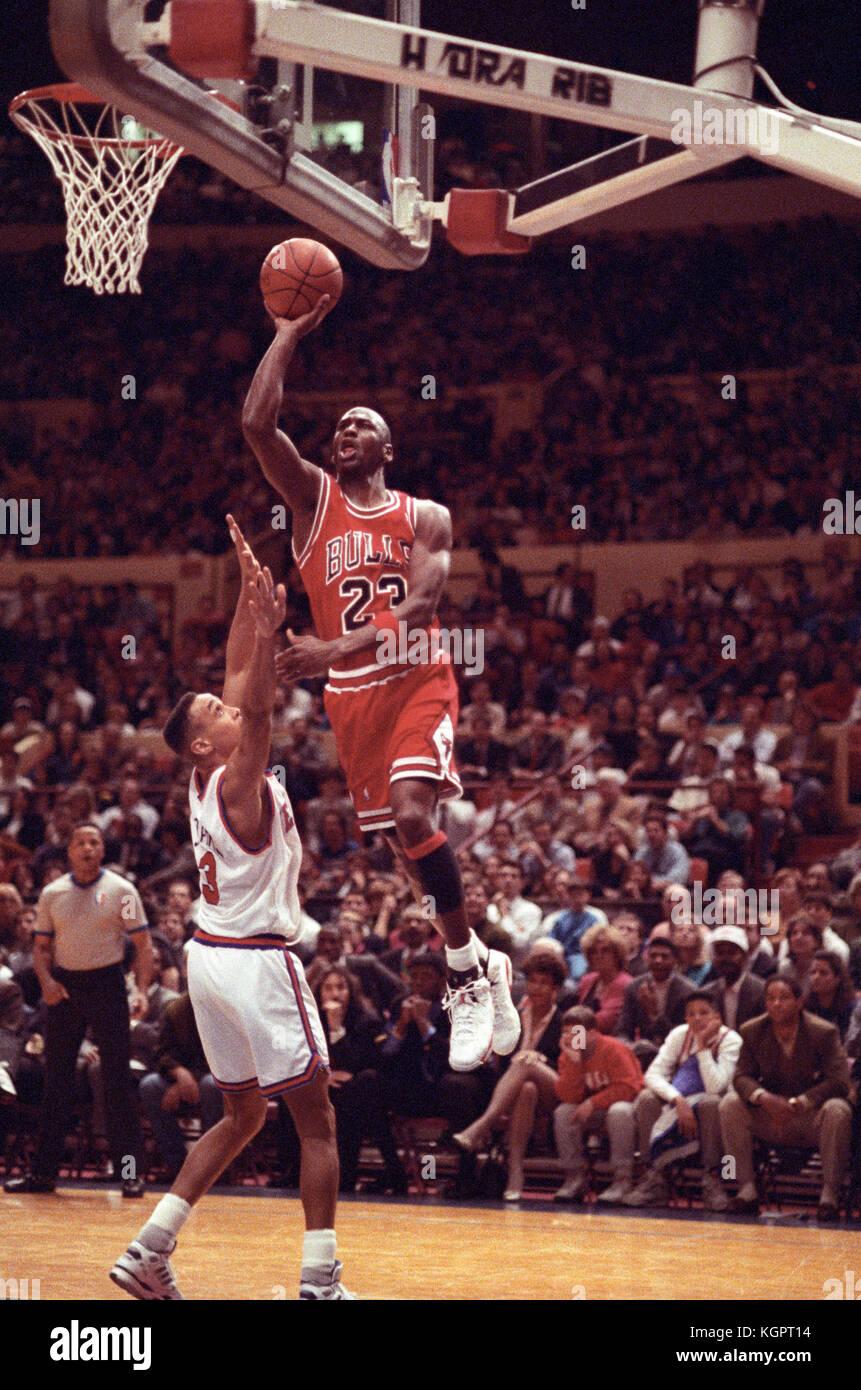 Michael Jordan de los Chicago Bulls en un juego contra los New York Knicks  en el df5aed63212