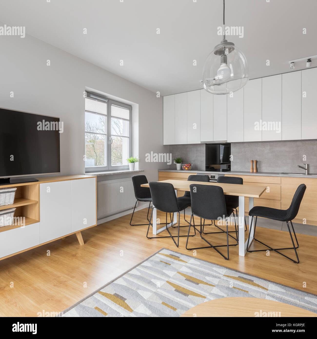 El interior del apartamento con cocina comedor y sala de for Sala de estar estancia cocina abierta