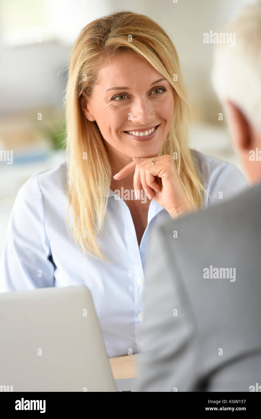 Gerente de recursos humanos, recepción de candidato para el trabajo Imagen De Stock