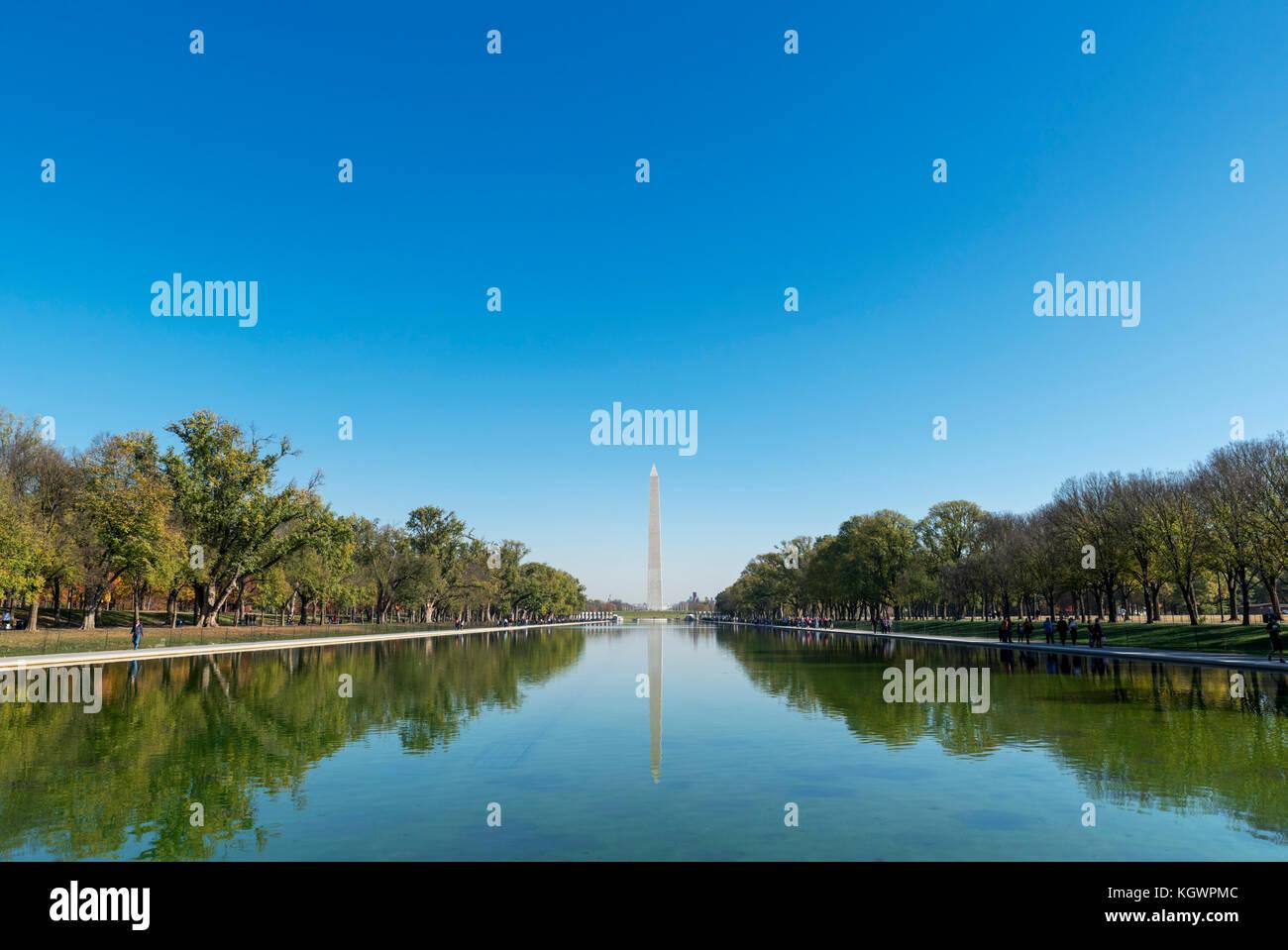 El Monumento a Washington y la piscina reflectante del Lincoln Memorial, Washington DC, EE.UU. Imagen De Stock