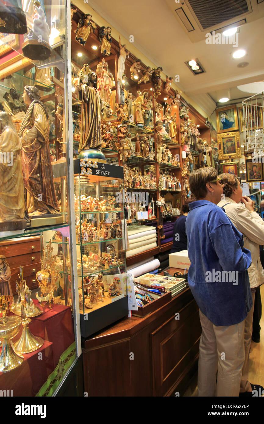 81ce54df0b4 Ángel Pérez sobrinos tienda de venta de artículos religiosos