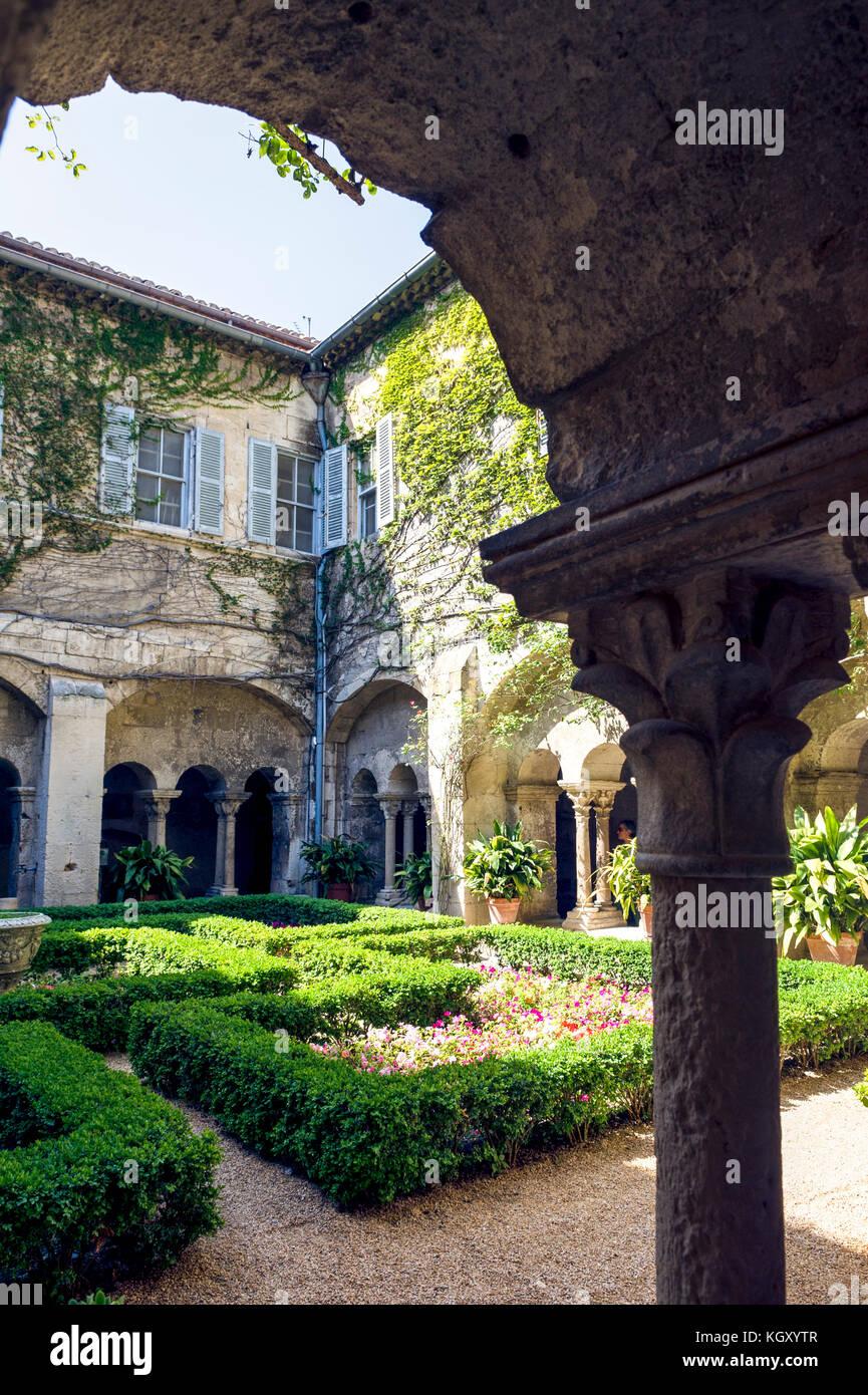 Francia. BOUCHES-du-Rhône (13). ALPILLES PARQUE REGIONAL. SAINT REMY DE PROVENCE. Monasterio de SAINT-PAUL-DE-MAUSOLE Foto de stock