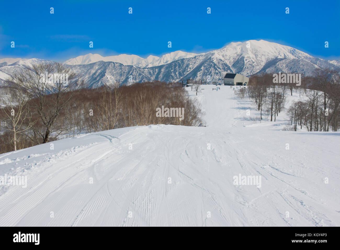 Estación de Esquí soleada Imagen De Stock