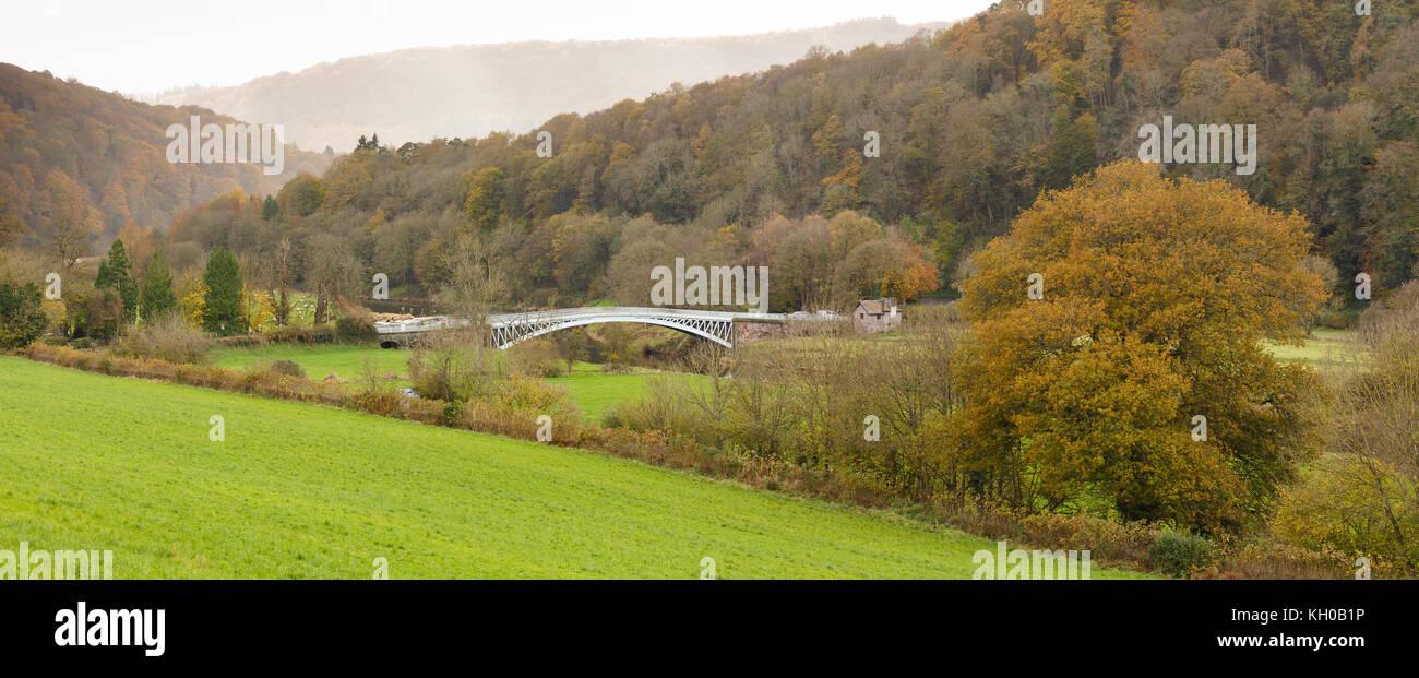 Puente Bigsweir en el Valle Wye, cruzando el río Wye formando el vínculo entre Inglaterra y Gales. Diseñado por Charles Hollis construido en 1827 Foto de stock