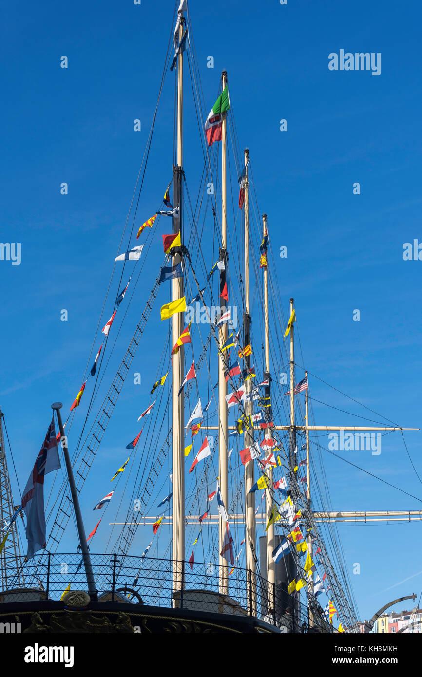 La vela mástiles y banderas de Brunel's SS Gran Bretaña, Great Western Dockyard, Spike Island, Bristol, Inglaterra, Reino Unido Foto de stock