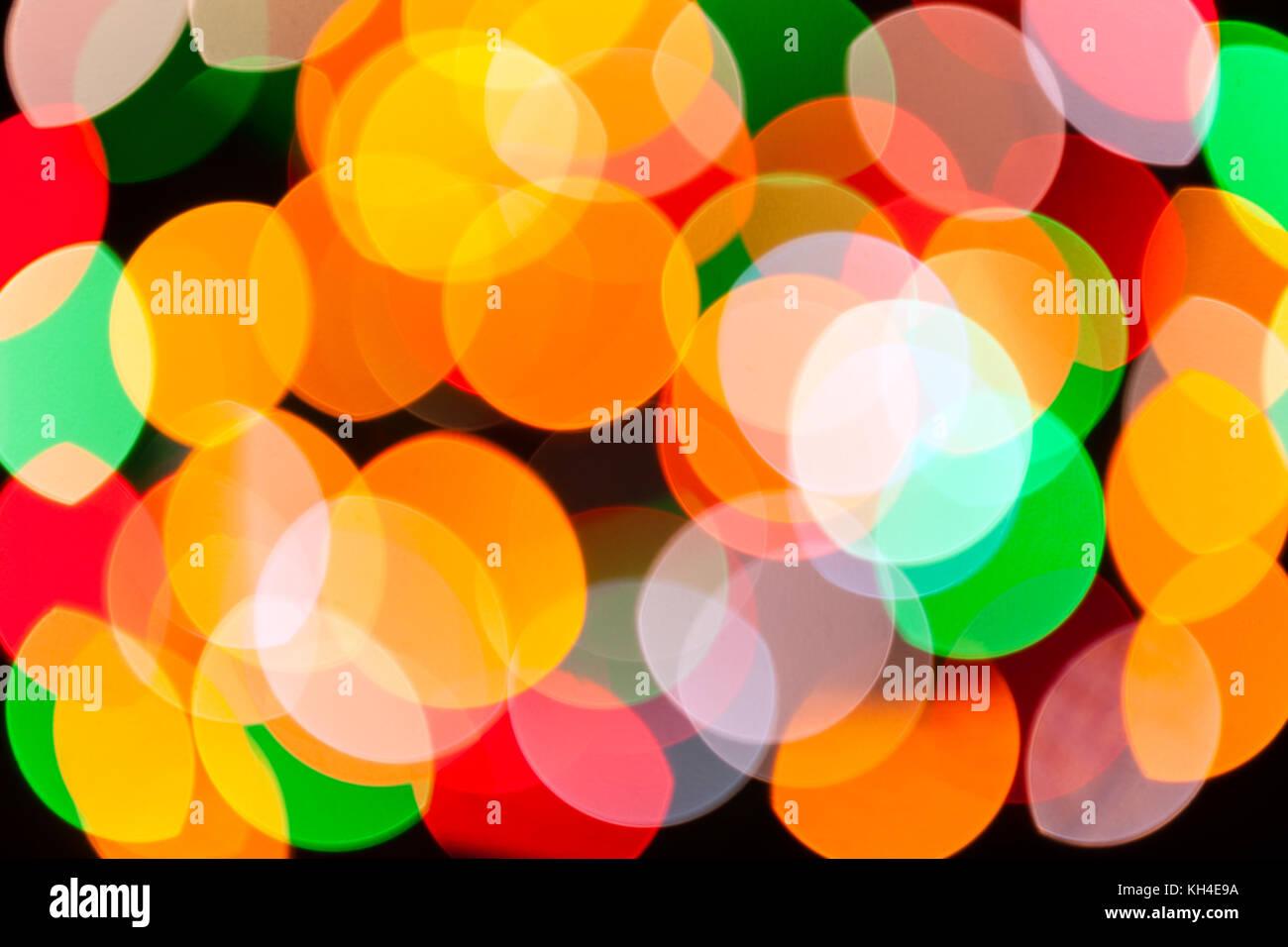 Brillante y colorida fiesta borrosa luces navideñas textura de fondo abstracto concepto para la fiesta de año nuevo de navidad luces estroboscópicas rave psychedelic discoteca Foto de stock