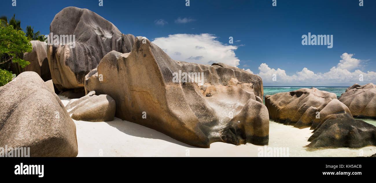 Las islas Seychelles, La Digue, L'Union Estate, rocas en el Anse Source d'Argent, panorámica de playa Imagen De Stock