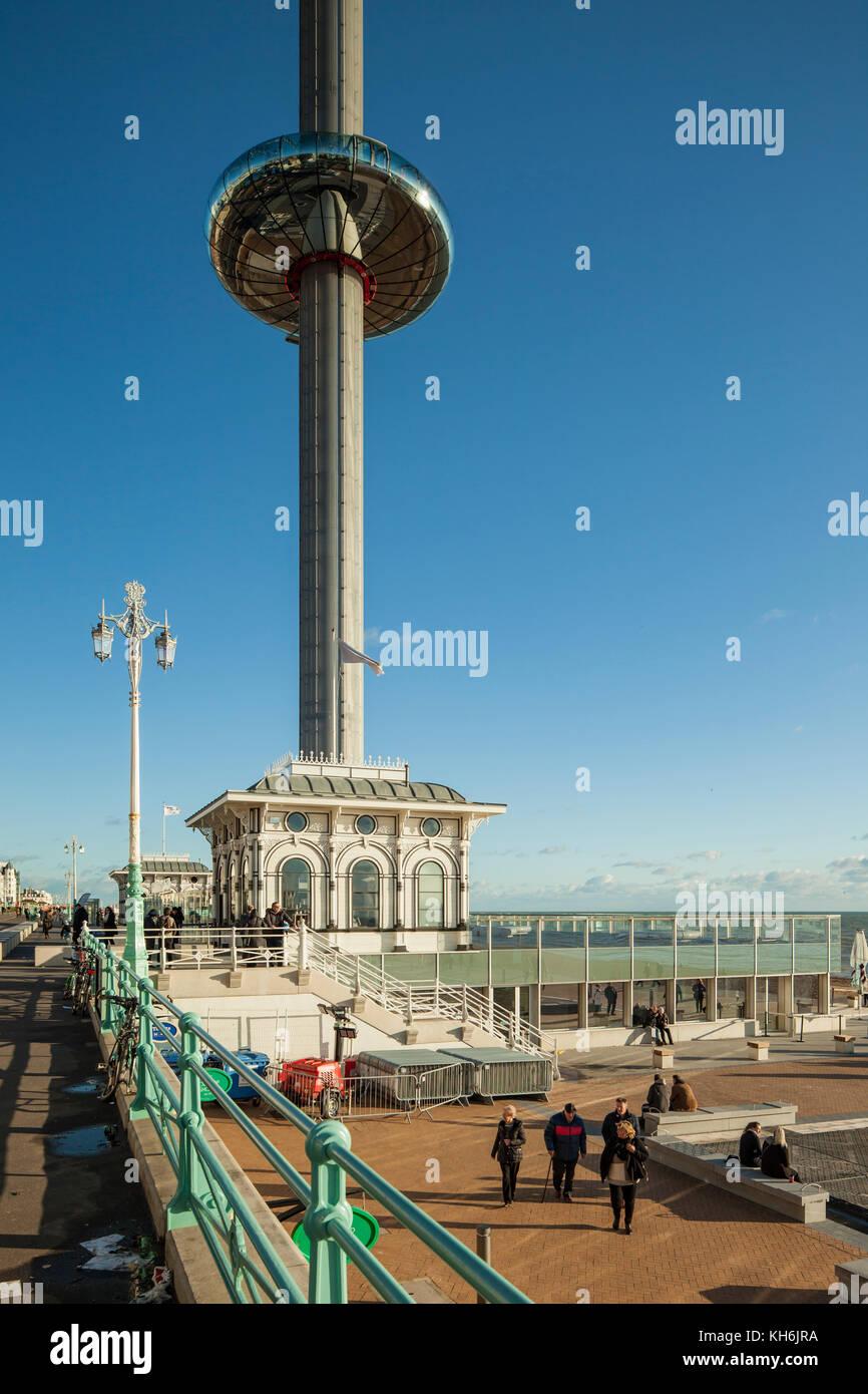 I360 torre en Brighton Seafront, East Sussex, Inglaterra. Imagen De Stock