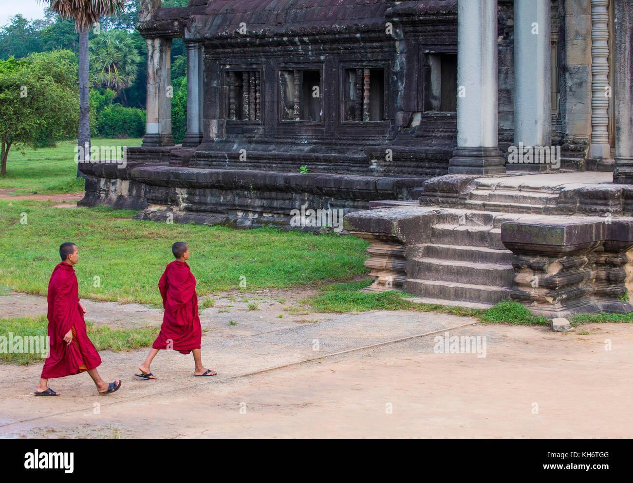 Budhist monjes en el templo de Angkor Wat en Siem Reap, Camboya Foto de stock
