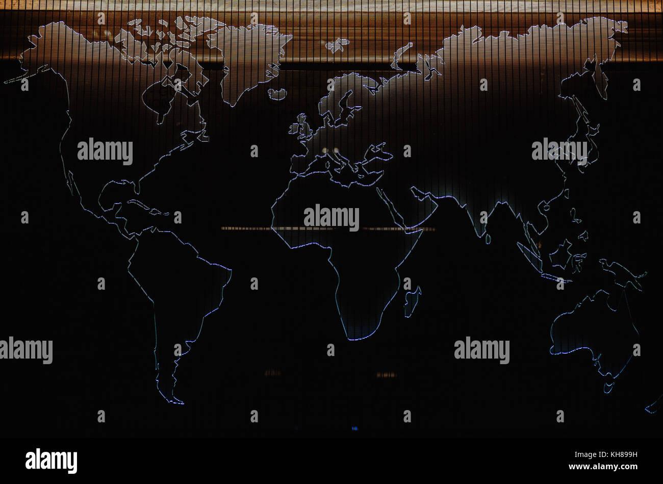 Mapa del mundo, puso de relieve las formas con la luz, la decoración de la pared. Imagen De Stock