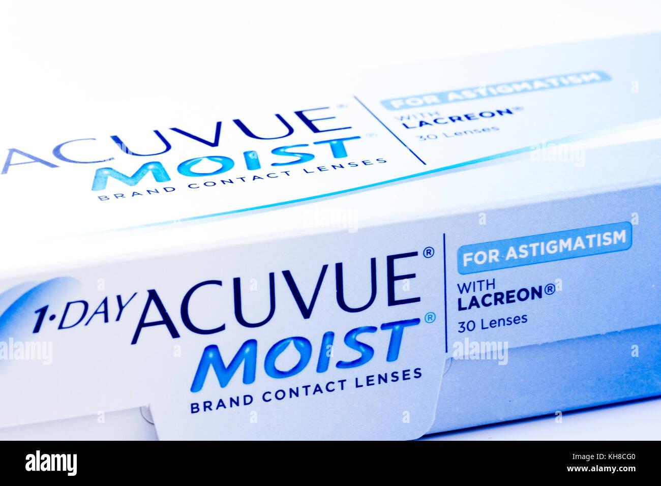 ad477148f5 Cerca de una caja de 1-DAY ACUVUE MOIST lentes de contacto desechables  diarias para el astigmatismo, Reino Unido