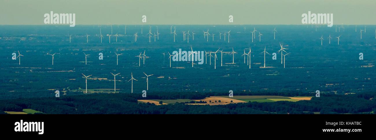 Parque eólico gigante cerca de Lotte Osnabrück, fuentes alternativas de energía, energía renovable, Imagen De Stock