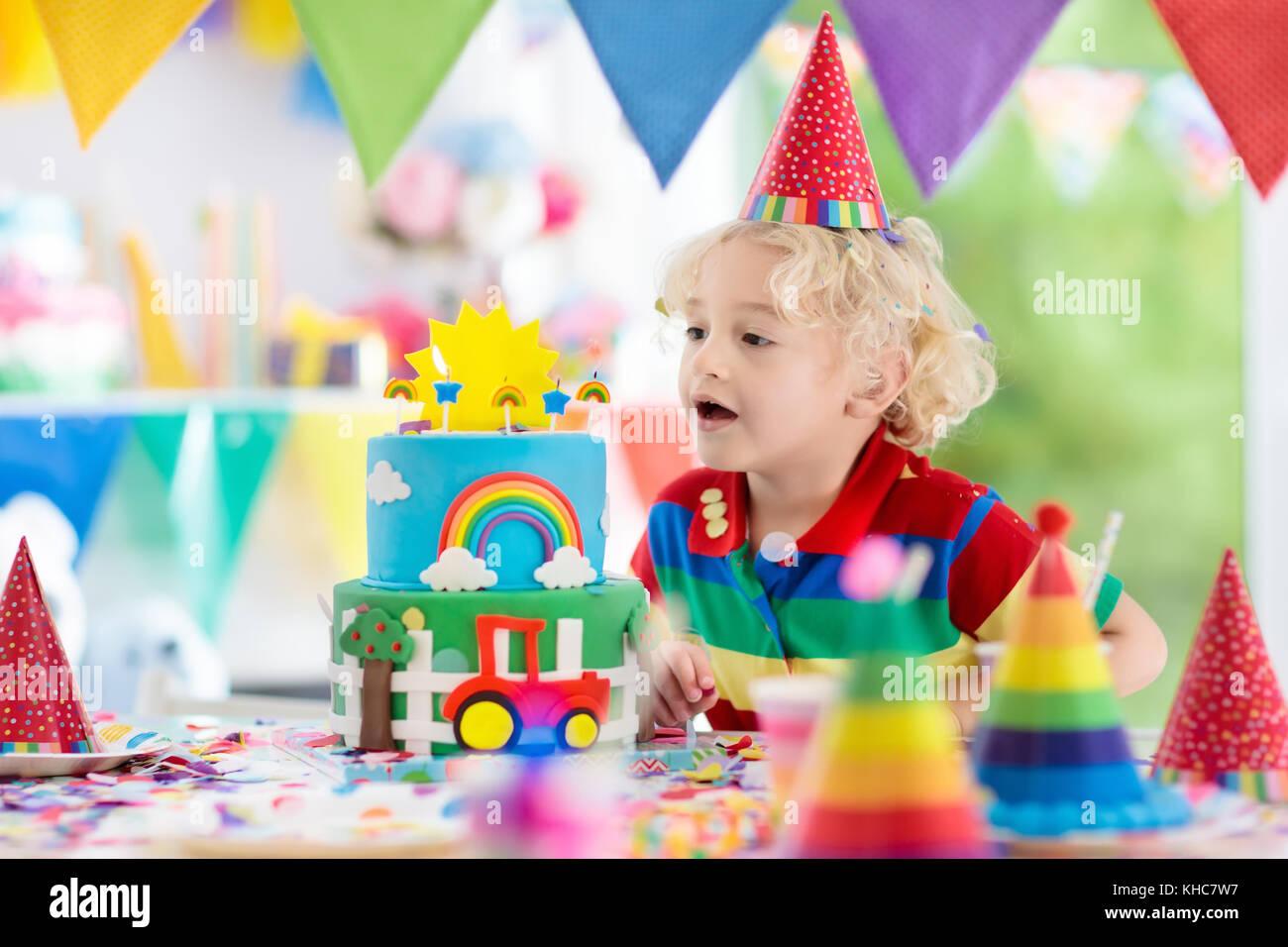 Fiesta De Cumpleanos Para Ninos Ninos Soplar Las Velas En Colores - Como-decorar-una-tarta-de-cumpleaos-para-nios